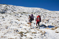 Deux filles dans les montagnes Images stock