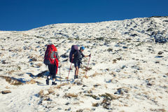 Deux filles dans les montagnes Image stock