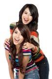 Deux filles dans une amitié heureuse Photo libre de droits
