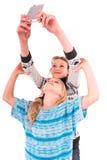 Deux filles de l'adolescence font le selfie sur un fond blanc Photos libres de droits