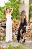 Deux filles de mode photographie stock libre de droits