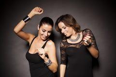 Deux filles de partie élégantes Photo libre de droits