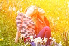 Deux filles en nature Photographie stock
