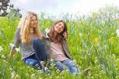 Deux filles en nature Image stock