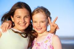 Deux filles heureuses photo libre de droits