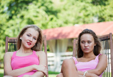 Deux filles ont un reste Images stock