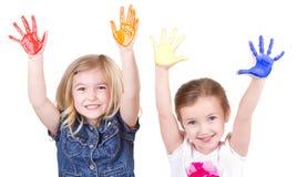Deux filles avec la peinture sur des mains Image stock