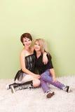 Deux filles punkes de l'adolescence attirantes Images stock