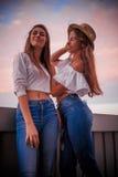 Deux filles rêveuses douces Image stock