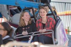 Deux filles sur le tour Photographie stock libre de droits