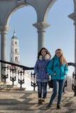 Deux filles sur les escaliers Photo libre de droits