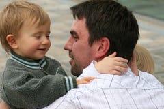 Deux fils avec le père Photographie stock libre de droits