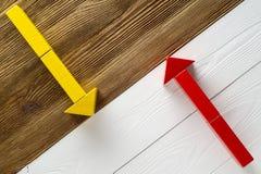 Deux flèches se dirigeant dans des directions opposées Images libres de droits