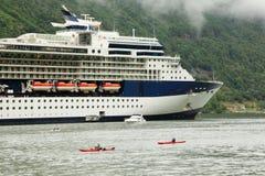 Deux flotteurs de kayaks, de yacht et de bateau de sauvetage Photos libres de droits