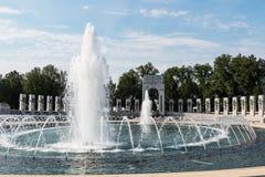 Deux fontaines et piscines au mémorial de la deuxième guerre mondiale images stock