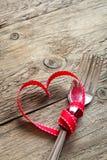 Deux fourchettes et coeur rouge Photographie stock libre de droits