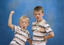 Deux frères se retenant Photographie stock