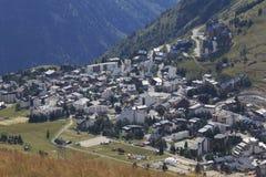 Deux francés Alpes de Les del pueblo en el tiempo de verano fotos de archivo