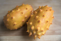 Deux fruits entiers de Kiwano Images libres de droits
