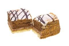 Deux gâteaux avec du chocolat sur le blanc Photographie stock libre de droits