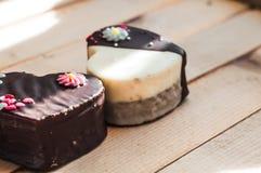 Deux gâteaux d'amour Photographie stock libre de droits