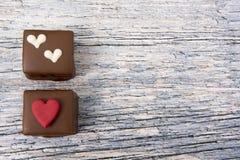 Deux gâteaux de chocolat, pris avec l'espace de copie Photos libres de droits