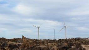 Deux générateurs de vent sur Rocky Ground clips vidéos