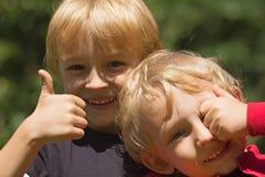 Deux garçons blonds Photographie stock