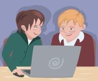 Deux garçons devant l'ordinateur Images stock