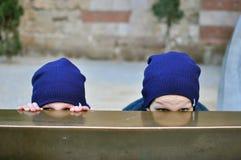 Deux garçons effrayés Photographie stock