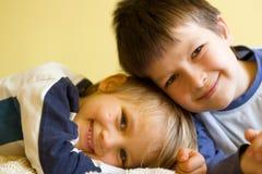 Deux garçons heureux Images libres de droits