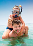 Deux garçons sur une plage Photos libres de droits
