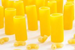 Deux genres de pâtes sous forme de tubes Photos libres de droits