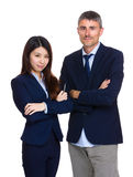 Deux gens d'affaires avec différentes appartenances ethniques Image libre de droits