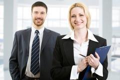 Deux gens d'affaires confiants Photo libre de droits