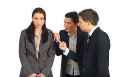 Deux gestionnaires discutent le femme d'employeur Images libres de droits