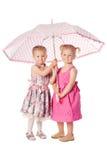 Deux girs drôles avec le parapluie Photo libre de droits