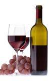 Deux glaces avec du vin rouge foncé sur un backgrou blanc Photos libres de droits