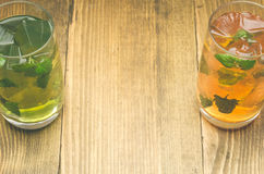 Deux glaces avec le cocktail Photo libre de droits