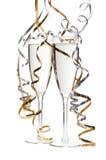 Deux glaces de champagne d'isolement sur le blanc Photographie stock libre de droits