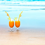 Deux glaces de jus d'orange Images stock