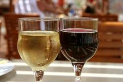 Deux glaces de vin photos stock