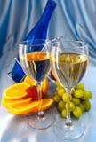 Deux glaces de vin blanc Photos stock