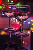 Deux glaces de vin sur une table Photo libre de droits