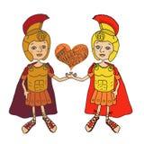 Deux gladiateurs romains en armure, casque et sandales Images libres de droits