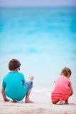 Deux gosses à la plage Photos stock