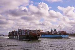 Deux grands navires de récipient dans la Manche de Rotterdam Images libres de droits