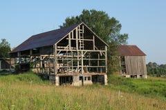 Deux granges en début de la matinée Photos libres de droits