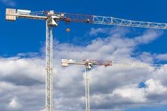 Deux grues de construction énormes photo stock
