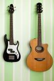 Deux guitares sur un mur Images libres de droits